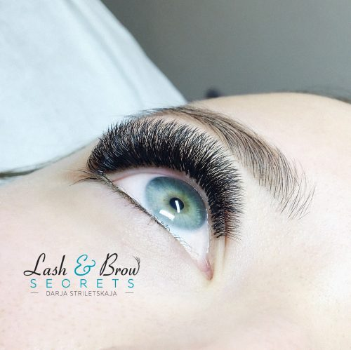 Bottom view of right eye with Dramatic Volume Eyelash Extensions