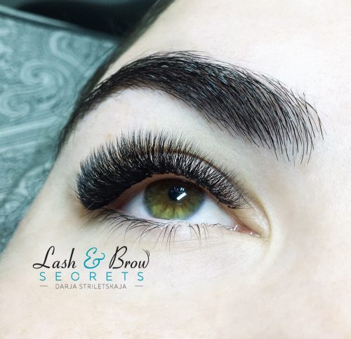 Close up of right eye with Dramatic Eyelash Extensions